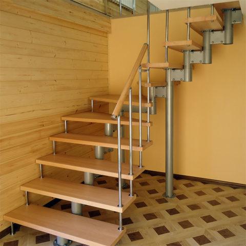 Лестница металлическая на второй этаж с поворотом