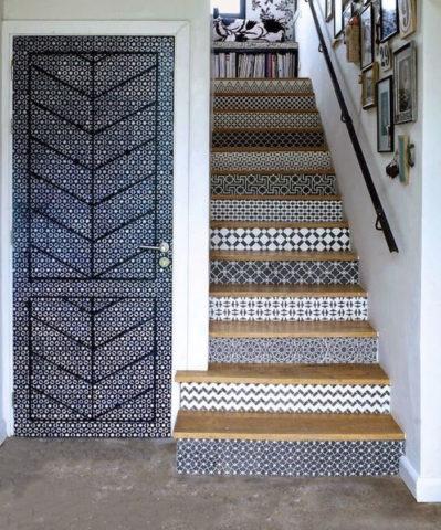 Лестница, облицованная в стиле Маррокеш
