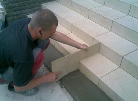Лестница: отделка плиткой