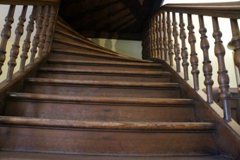 Лестница, потерявшая внешний вид