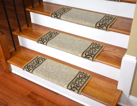 Лестница с накладками из ковролина