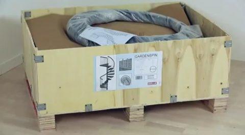 Лестница упакована в фанерный ящик