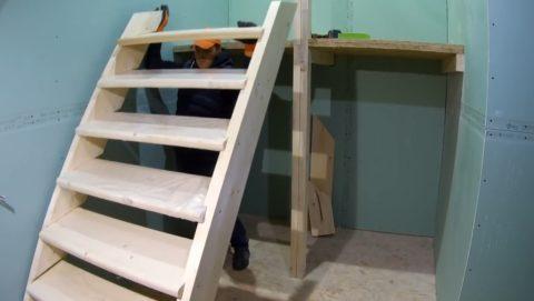 Лестницу необходимо снять
