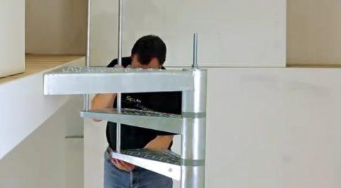 Лестницы на второй этаж: металлоконструкция выставляется с четким поворотом