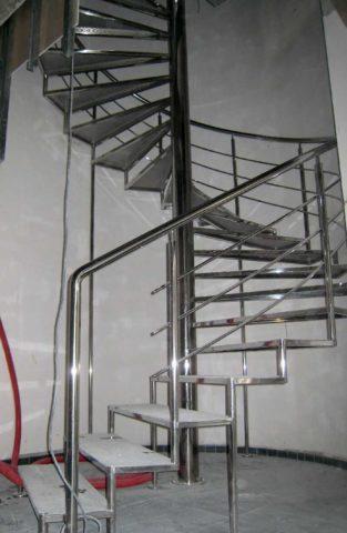 Металлическая лестница своими руками из профиля выполняется с помощью сварки