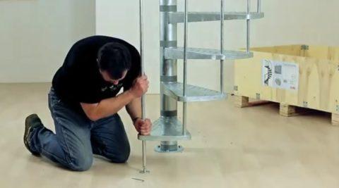 Металлические лестницы на второй этаж: установка последнего элемента