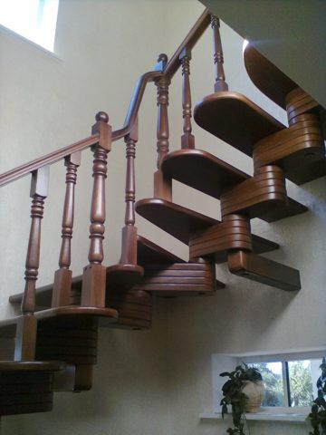 Модульную деревянную лестницу невозможно реализовать без металлических затяжек