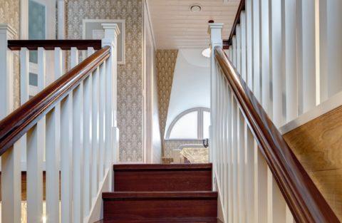 Ограждение обеспечит безопасность передвижения по любой лестнице