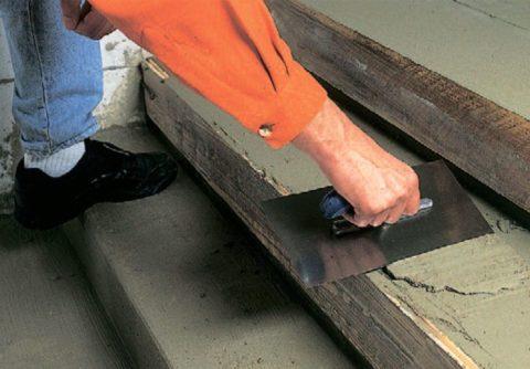 Перед укладкой плиточного материала основание следует выровнять