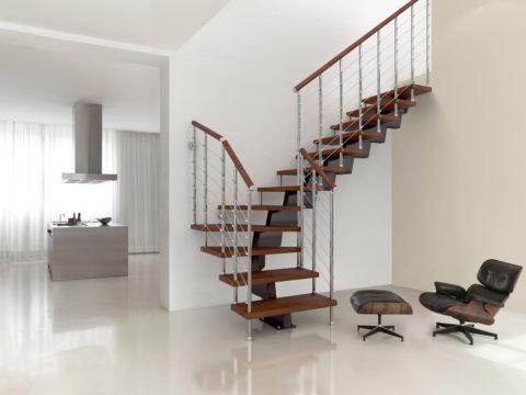 Схемы металлических лестниц на второй этаж часто нестандартны, и это плюс
