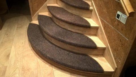 Стильные коврики на ступенях