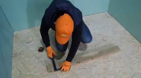 Строим дачу и лестницы: определяем уровень погружения центральной балки в стену