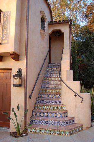 Входная лестница в стиле Марокко