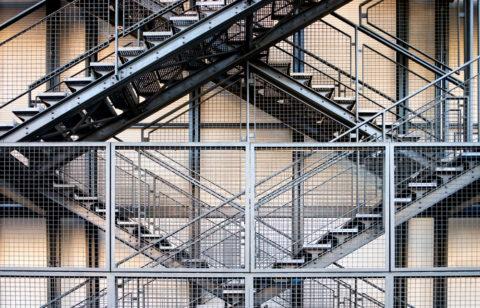 Заводские цеха, склады, терминалы нуждаются в прочных и долговечных конструкциях
