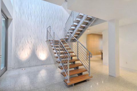 Даже из грубого металла можно сварить элегантную лестницу