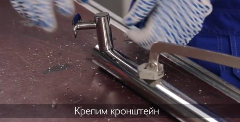 Крепление кронштейна в полученное отверстие