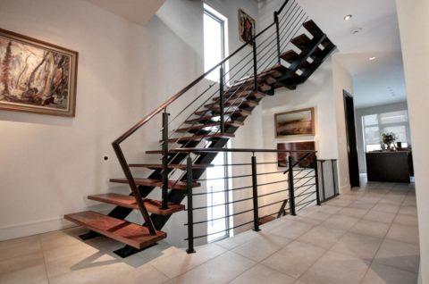 Металлические лестницы по косоурам: две балки