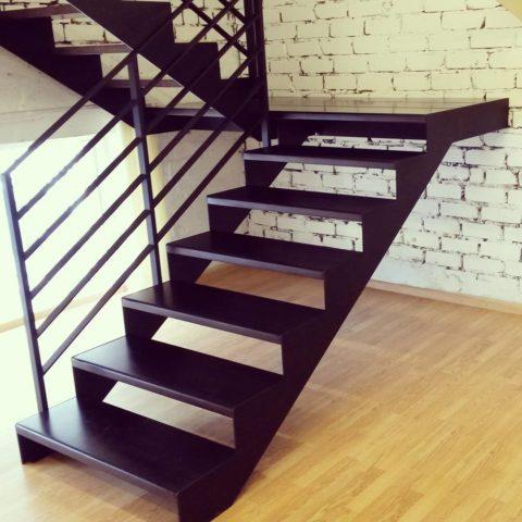 Монолитные лестницы по металлическим косоурам