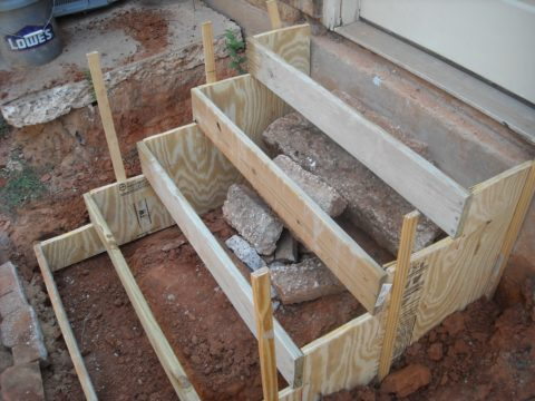 Опалубка под бетонную лестницу