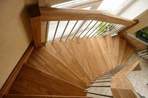 При помощи забежных ступеней можно устроить любой угол поворота лестничного марша