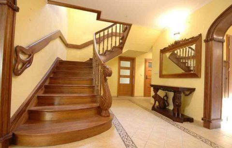 Удобная лестница на второй этаж