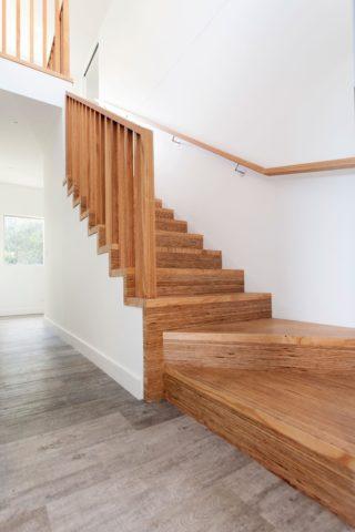 Деревянные лестницы с забежными ступенями – таковыми сделаны пригласительные ступени
