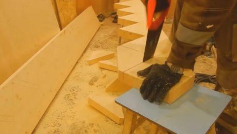 Деревянные лестницы, забежные ступени – вырезаем пазы