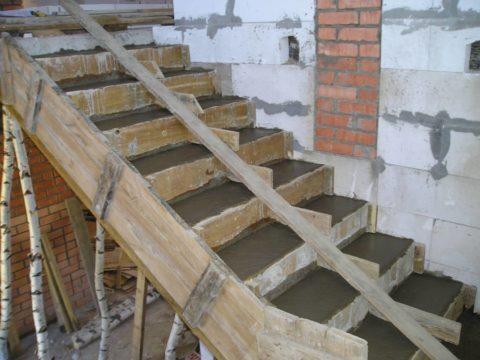 Как строить лестницу – залитая бетонная конструкция