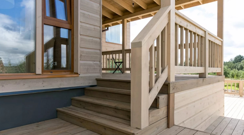 придуман мотивам деревянный балкон крыльцо фото прославленного певца