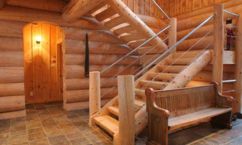 Самостоятельное изготовление лестницы из бревна требует плотницких навыков