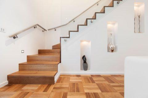 Забежные лестницы деревянные – встроенные декоративные ниши в подлестничном пространстве