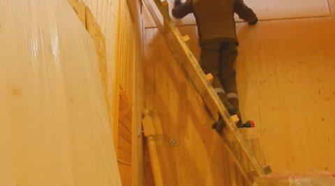 Забежные лестницы в деревянных домах устанавливать проще