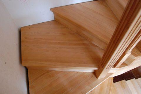 Забежные ступени для деревянной лестницы