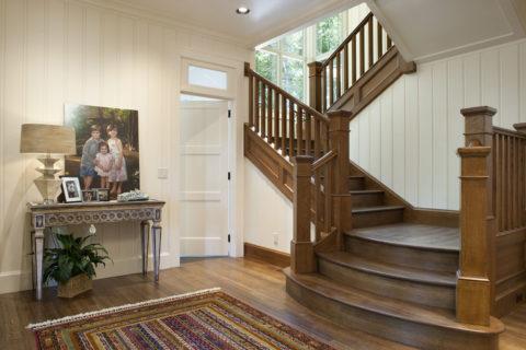 Лестница с таким количеством разворотов экономит много места в доме