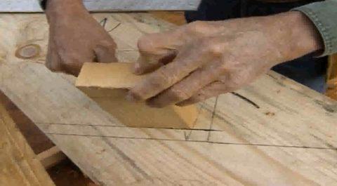 Лестницы по деревянным косоурам – разметка под опорный брус