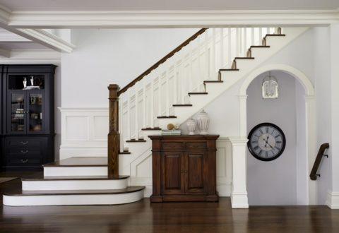 Поворот в начале лестницы