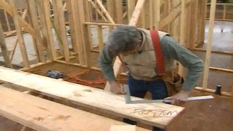 Толщина косоура деревянной лестницы подбирается согласно нагрузке