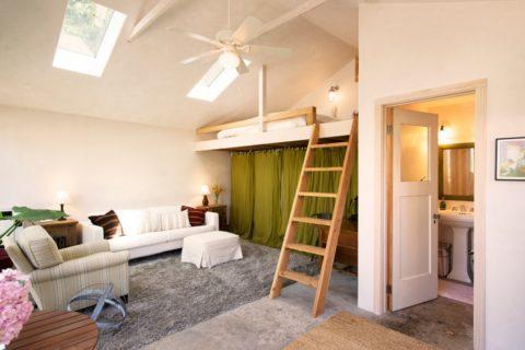 Кровать-чердак в квартире-студии