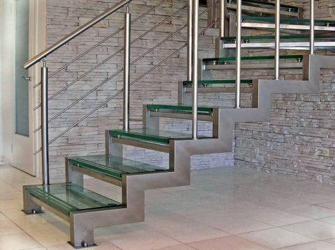 Металлический каркас для поворотной лестницы