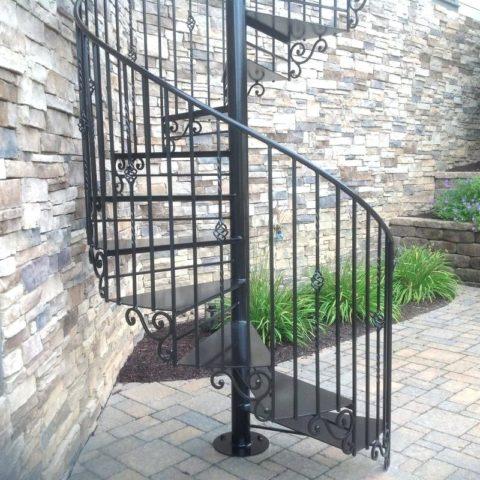 Полностью металлическая винтовая лестница
