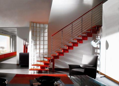 Железный каркас для лестницы в стиле хай-тек