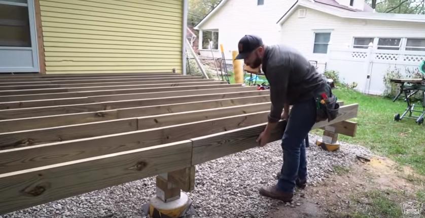 Как сделать из дерева крыльцо — установка лаг