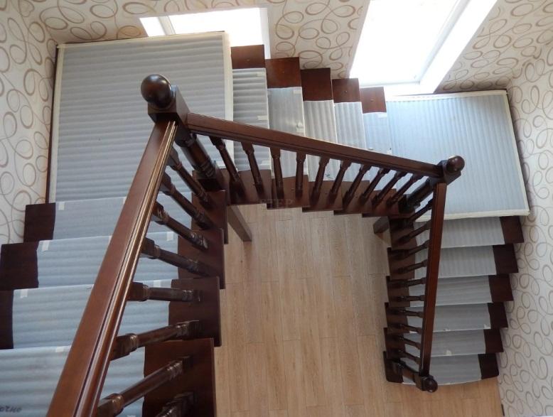 Чем больше места, тем проще расположить лестницу