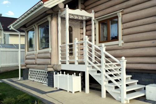 Нарядное крылечко для бревенчатого дома
